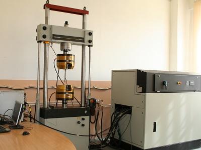 Универсальная сервогидравлическая разрывная машина INSTRON 8802